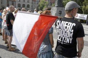 Polscy emigranci w sieci wzywajądo rozprawy z uchodźcami i muzułmanami