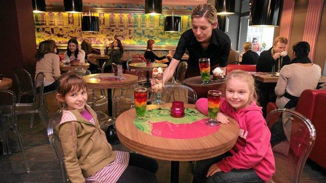 Dzieci w kawiarni – to nie zawsze wygląda tak słodko