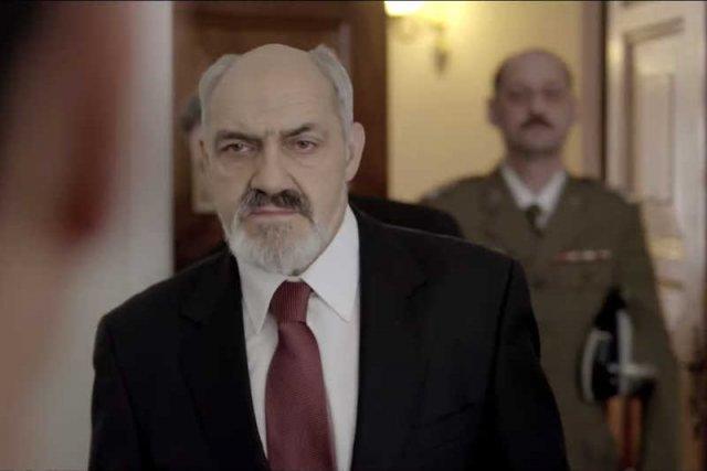 """W """"Służbach specjalnych"""" pojawiająsię postaci przypominającej Antoniego Macierewicza, Andrzeja Leppera i Barbarę Blidę."""