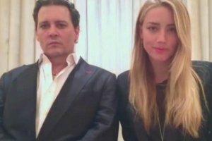Kadr z nagrania, na którym Johnny Depp i jego żona przepraszają Australijczyków.