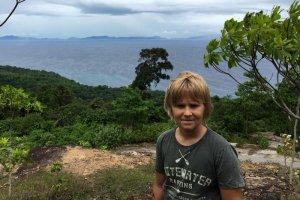 Szymon podczas podróży po Indonezji.