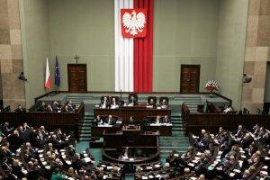 Wyniki najnowszego sondażu TNS Polska wskazują, że na początku października do Sejmu dostałyby się trzy ugrupowania: PiS, PO i komitet Kukiz'15