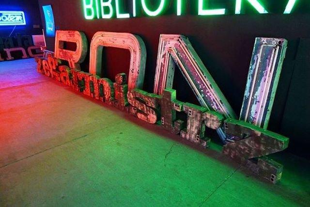 Neony w muzeum neonów
