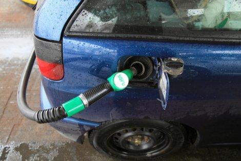 UOKiK sprawdza jakość paliwa na stacjach w całym kraju