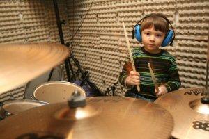 Czterolatka grającego na perkusji zna cały świat.