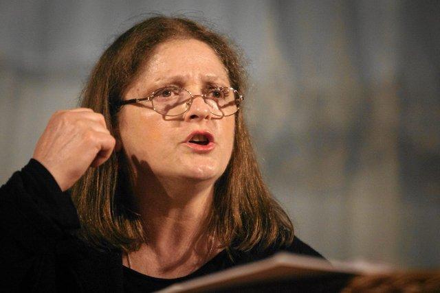 Krystyna Pawłowicz uważa, że biedna emerytka zazdrości jej wyczerpującej pracy poselskiej.