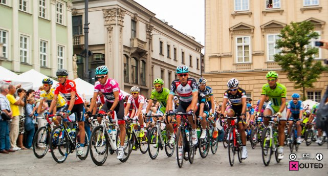 Peleton Tour de Pologne na krakowskim rynku