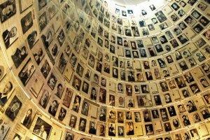 """Yad Vashem ostro o ustawie MON, która zakłada karanie więzieniem m.in. sformułowanie """"polskie obozy koncentracyjne""""."""