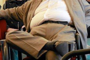 Coraz więcej Polaków jest po prostu zmuszonych, by dbać o swoją kondycję. Rzeszy najbiedniejszych po prostu nie stać na to, by chodzić na siłownię i jeść zdrowo.