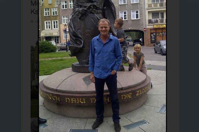 Donald Tusk podczas spaceru w Gdańsku. Już jako były premier.