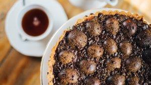 Tarta z węgierkami i ciemną czekoladą