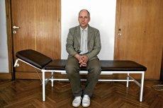 """""""Wypróbowałem na sobie wszystkie leki na chorobę Parkinsona"""". Kuba Sienkiewicz mówi o swoich uzależnieniach"""