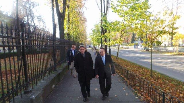 Prof. Balcerowicz na spacerze