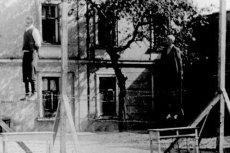 Publiczna egzekucja Polaków w Przemyślu jako kara za pomoc Żydom, 1943.
