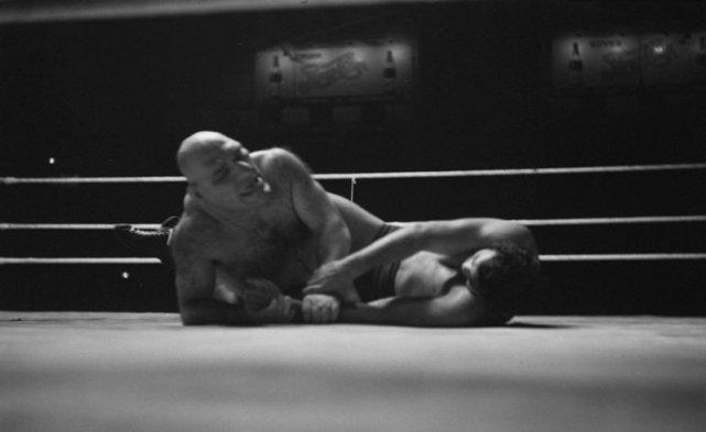 Maurice walczy z Lou Theszem w 1940. Zwróćcie uwagę na masywną sylwetkę Maurice'a.