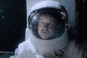 Robert Więckiewicz jako Twardowsky, pogrywający z diabłami. Legenda w wersji sci-fi.