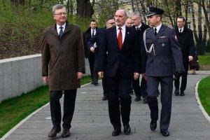 Zastępca Antoniego Macierewicza przekonuje, że wojsko musi kierować siędekalogiem.
