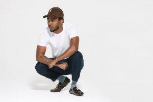 Ulubiony strój Kendricka Lamara?  Biały t-shirt.
