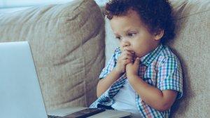 Częste zapalenia jamy ustnej u dzieci mogą być spowodowane obgryzaniem paznokci.