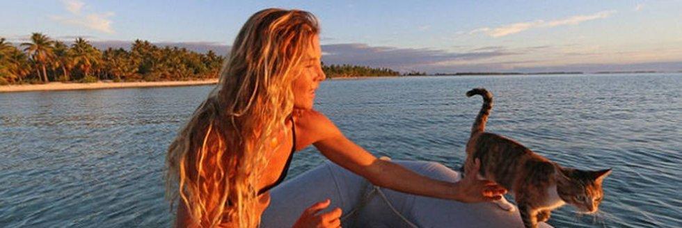 Od 3 lat samozwańcza kapitan Liz Clark z Kalifornii, która żegluje po oceanie już 10 rok, ma za towarzysza przygarniętą w wieku 6 miesięcy kotkę