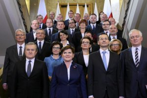 Ponad połowa Polaków źle ocenia rząd Beaty Szydło.