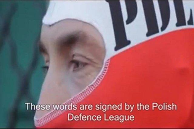Zamaskowany członek Polskiej Ligi Obrony wygłosił ostrzeżenie dla muzułmanów